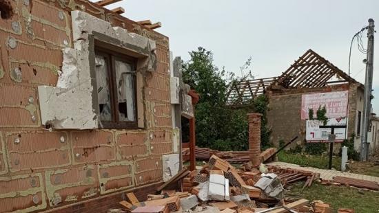 Smeteny dva domy i vinný sklípek, takovou bilanci způsobilo tornádo v rodině naší Peti ze zákaznické podpory